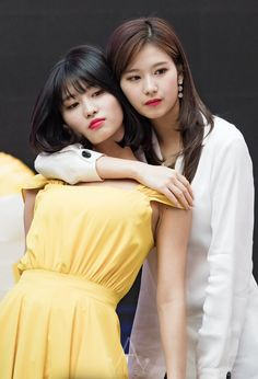 """mommy sana and her baby girl momo Kpop Girl Groups, Korean Girl Groups, Kpop Girls, Extended Play, Nayeon, Asian Woman, Asian Girl, Sana Momo, Sana Minatozaki"