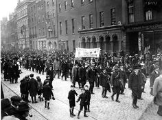 Veterans of the 1916 Easter Rising marching through Dublin Ireland 1916, Dublin Ireland, Teen Volunteer, Irish Independence, Easter Rising, Erin Go Bragh, Irish Celtic, Lest We Forget, Paris