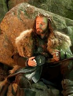 (gif) He looks so tired and sleepy here.  And interesting how his right hand is non-dwarven.