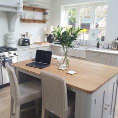 Open Plan Kitchen Diner, Open Plan Kitchen Living Room, Kitchen Family Rooms, Country Kitchen, New Kitchen, Modern Kitchen Cabinets, Kitchen Layout, Kitchen Interior, Kitchen Design
