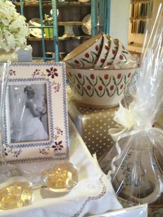 Stunning photo frame and pottery bowels Wedding Gifts, Pottery, Gift Ideas, Cake, Wedding Day Gifts, Ceramica, Wedding Favors, Pottery Marks, Kuchen