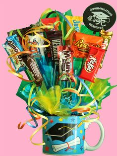 Grad gift Diy Graduation Gifts, Graduation Decorations, Birthday Candy, Birthday Gifts, Diy Crafts Images, Creative Money Gifts, Birthday Bouquet, Candy Crafts, Chocolate Bouquet