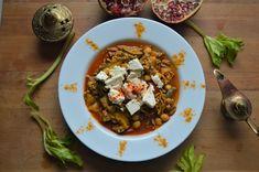 Marokkanischer Kichererbseneintopf mit Hackfleisch und Feta Heute möchte ich euch den einzigen Eintopf vorstellen, den ich im Sommer gerne esse. Eintöpfe geh Hummus, Feta, Couscous, Chili, Soup, Cilantro, Exotic Fruit, Easy Meals, Food Food