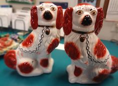 ANTIQUE PAIR of STAFFORDSHIRE ENGLAND PORCELAIN SPANIEL DOGS POTTERY