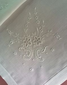 This Pin was discovered by Şen Cute Embroidery Patterns, Bobbin Lace Patterns, Embroidery On Clothes, White Embroidery, Cross Stitch Embroidery, Machine Embroidery, Embroidery Designs, Le Point, Diy Crochet