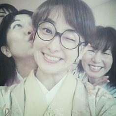 [小花Blog][眼鏡系列之8]2013-03-24 在排練場(^^)