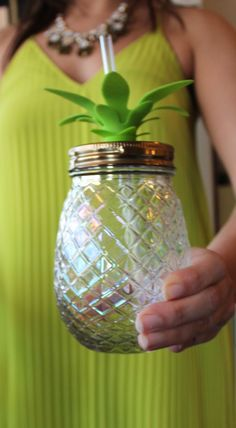 Perfect pineapple glass for summer!