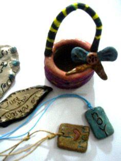 keranjang keramik,,daun,, dan bandul kalung.. semua hasil karya murid ..
