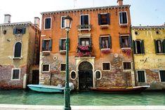 La bellezza di Venezia  #mycornerofitaly #instagram #lonelyplanet #natgeotravel #wonderful_places #venezia #venice #beautifuldestinations #TLPicks #italianplaces #TravelAwesome #guardiancities #italy #italygram #likeitaly #wanderlust #travel #travelingram #beautiful #amazing #italia #lonelyplanet #huntgram #worldcaptures #italymagazine #bbctravel #wu_europe #instalike Italy Magazine, Wanderlust Travel, Lonely Planet, Wonderful Places, Insta Like, Awesome, Amazing, Venice, Europe