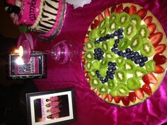 Zumba fruit pizza Looks Yummy! Just for you shawna! Fitness Diet, Zumba Fitness, Dance Fitness, Zumba Workout Videos, Zumba Party, Hen Night Ideas, Fundraiser Party, Zumba Instructor, Dancing Day