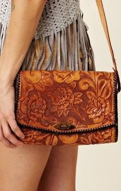 Resultado de imagem para drawing patterns hand bags carved leather Buy Women fashion wallets and Latest Hand Bags USA at fashion Cornerstone. Leather Carving, Leather Tooling, Leather Purses, Leather Bags, Tooled Leather Purse, Leather Men, Boho, Fashion Bags, Womens Fashion