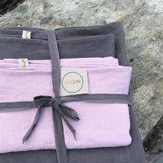 """41 likerklikk, 1 kommentarer – Godull (@godull_godlin) på Instagram: """"Sengetøy i mørk grå med eit ekstra sett rosa puter. Rålekkert, om vi skal sei det sjølv❤.…"""" Bread Bags, Linen Towels, Home Textile, Linen Bedding, Gifts, Instagram, Linen Sheets, Presents, Favors"""