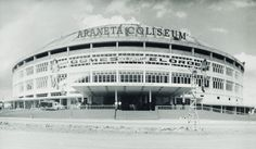A look back through pictures of Manila the way it used to be Philippine Architecture, Filipino Architecture, Philippines Culture, Manila Philippines, Town Country Haus, Quezon City, Famous Landmarks, Pinoy, Vintage Photos