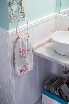Interiores #165: Jardín secreto – Casa Chaucha Cozy Bathroom, Pip Studio, Toilet Paper, Sweet Home, Towel, Home Decor, Washroom, Gardens, Interiors