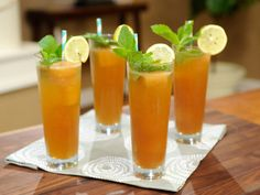 Sparkling Peach Tea recipe from Geoffrey Zakarian via Food Network Fun Cocktails, Cocktail Drinks, Fun Drinks, Yummy Drinks, Summer Beverages, Champagne Cocktail, Cocktail Parties, Alcoholic Beverages, Cold Drinks