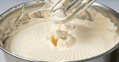 Aceasta crema extrem de fina este foarte usor de preparat si ai nevoie de doar 4 ingrediente si 5 minute pentru a face acest lucru. Desi se utilizeaza unt, crema va fi destul de usoare si aerata si isi va tine foarte bine forma. Crema este ideala pentru torturi si prajituri de casa. Ai nevoie de: 100 ml de lapte 250 g de unt moale, la temperatura camerei 1 pachetel de vanilie 200 g de zahar pudra Iata ce trebuie sa faci: Se pune laptele intr-o cratita si se fierbe, dupa care se lasa sa se raceas Bakery Recipes, Dessert Recipes, Cooking Recipes, Stabilized Whipped Cream, Angel Cake, Romanian Food, Gluten Free Recipes For Dinner, Icing Recipe, Food Cakes