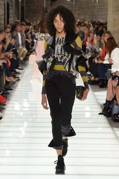 See the complete Louis Vuitton Spring 2018 Ready-to-Wear  collection.