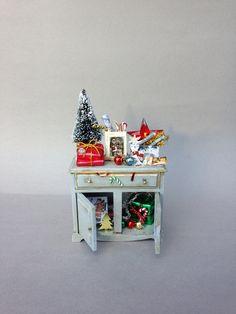 Christmas Stuff, Christmas Shopping, Christmas Ideas, Christmas Crafts, Miniature Houses, Miniature Dolls, Miniature Christmas, Tiny Treasures, Diy Toys