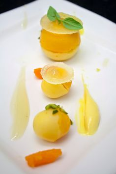 Limoenbol, mandarijn, krokant Napoleon, aardbei gel