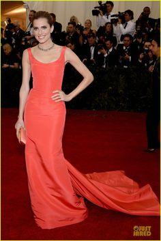 Allison Williams in Oscar de la Renta on the red carpet at the 2014 Met Gala