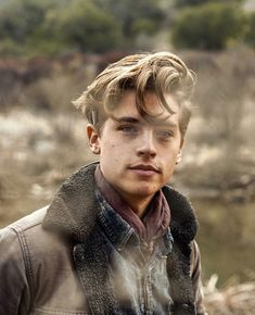 okay i know this is cole sprouse but. a heathers remake with cole sprouse as jd? Sprouse Cole, Cole Sprouse Funny, Cole Sprouse Jughead, Dylan Sprouse, Cole Sprouse Haircut, Dylan E Cole, Beautiful Boys, Beautiful People, Cole Sprouse Aesthetic