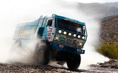 Dakar-rally-blue-truck