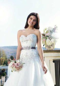 Pas deze trouwjurk bij www.bruidsmode-veenendaal.nl - Sincerity 3756