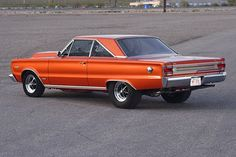A overdrive Passon trans and a Hemi make Bruce Ericksen's Plymouth GTX the perfect street machine. Plymouth Muscle Cars, Dodge Muscle Cars, Best Muscle Cars, American Muscle Cars, Plymouth Gtx, Best Classic Cars, Us Cars, Drag Cars, Modified Cars