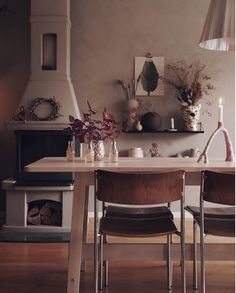 Dining room with a fireplace in the cosy Scandinavian-boho family home of Elin Wallin Nordic Home, Scandinavian Home, Green Armchair, Real Kitchen, Elegant Homes, Dining Room Table, Dining Area, Inspired Homes, Boho