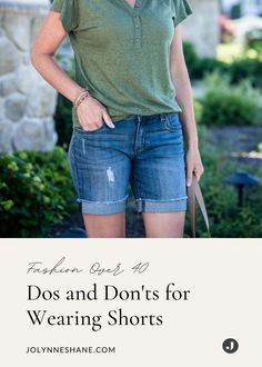 Shorts can go really wrong when they don't fit well, so I wrote a post with some dos and don'ts for wearing shorts over 40 and how to look and feel your best. Shorts are the epitome of our summer wardrobe, so you want to make sure you have several options that make you look forward to warmer weather, so check out this post for some shorts fashion tips and tricks. Summer Outfits Women, Spring Outfits, Warm Weather Outfits, Fashion For Women Over 40, Modest Outfits, Summer Wardrobe, Everyday Outfits, Spring Summer Fashion, Clothes For Women