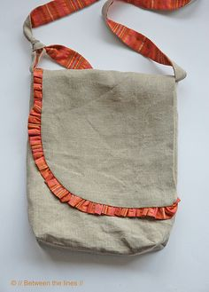Ruffled Messenger Bag by // Between the Lines //, via Flickr  I need to make one of these!!