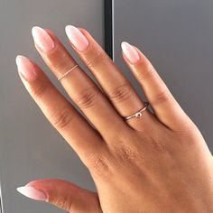 Love love love this babyboomer nails! A perfect faded french manicure.