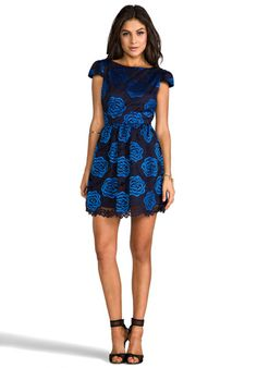 ALICE + OLIVIA Nelly Puffed Short Sleeve Dress Love the sleeves