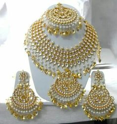 Gold Jewelry For Sale Indian Bridal Jewelry Sets, Bridal Jewelry Vintage, Indian Jewelry Earrings, Fancy Jewellery, Gold Jewellery Design, Bridal Jewellery, India Jewelry, Bridal Necklace, Necklace Set