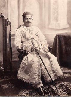 """The Gaekwar of Baroda. Diamond necklace made to display both the """"Star of the South"""" and the """"English Dresden"""" below it. India And Pakistan, Queen Victoria Family Tree, Contexto Social, Krishna Leela, Nostalgic Images, Vintage India, Mughal Empire, Great King, Queens"""