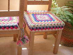 Granny square crochet chair covers pattern, with tassels - Poppy Creates Crochet Motifs, Crochet Squares, Crochet Granny, Crochet Patterns, Fun Patterns, Love Crochet, Beautiful Crochet, Knit Crochet, Ikea Wooden Chairs