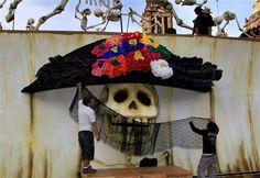 Hablando de Halloween y el Día de los Muertos, la Catrina mexicana es cada vez más famosa en el mundo: http://washingtonhispanic.com/nota16415.html