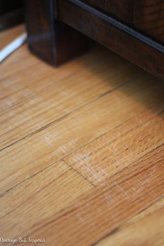 You don't have to live with scratched hardwood floors! There is a super easy way to fix shallow scratches and it doesn't cost a lot! Scratched Wood Floors, Old Wood Floors, Clean Hardwood Floors, Hardwood Stairs, Clean Wood, Hardwood Floor Scratches, Hardwood Floor Repair, Wood Repair, Wood Scratches