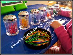 De tout et de rien: Activités pour le Préscolaire: Threading activity with colored matchsticks and containers - Insérer des allumettes color...