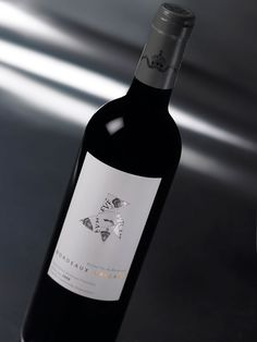 Bordeaux Origami Label aimed at Japanese wine bars