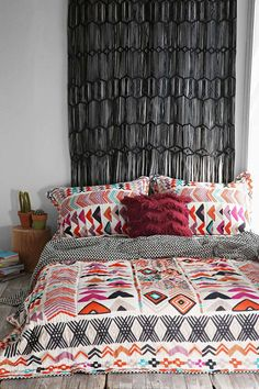 Veja as melhores referências de decoração para montar um quarto com o estilo hippie. Confira no post.