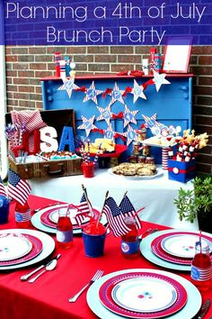Planning a 4th of July Brunch Party. This holiday try something new by hosting a brunch that has lunch and breakfast goodies! #idea #4thofJuly