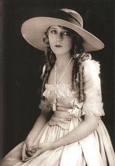 Mary Pickford =)