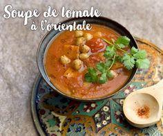 Les ingrédients pour réussir votre délicieuse soupe à la tomate à l'orientale sont : 700 G DE TOMATES PELÉES EN CONSERVE 1 PETITE BOÎTE DE POIS CHICHES 2 PETITS NAVETS 2 OIGNONS 1 CAROTTE 3 GOUSSES D'AIL 8 BEAUX BRINS DE CORIANDRE 1 CUBE DE BOUILLON DE BOEUF 2 C. À SOUPE D'HUILE D'OLIVE ½ C. À CAFÉ DE CUMIN 2 PINCÉES DE QUATRE-ÉPICES SEL ET POIVRE