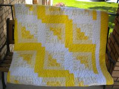 Two of my favorite things ... quilt + yellow. Beautiful