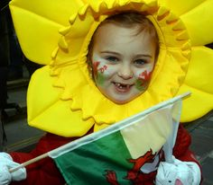 Srar LLoyd from Hendre school (Image: Arwyn Roberts) Saint David's Day, School Images, North Wales, Patron Saints, Celebrities, People, Celebs, People Illustration, Celebrity