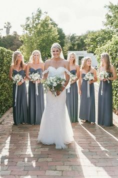 A precious moment with your bridesmaids. Congrats to real bride @bronking15 #StPatrickBrides