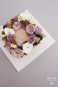 스퀘어 플라워케이크 디테일코스 4주_AM1122 CAKE : 네이버 블로그 Korean Buttercream Flower, Buttercream Flower Cake, Cake Icing, Eat Cake, Cupcake Cakes, Korea Cake, Cupcakes Flores, Single Tier Cake, Beautiful Cupcakes