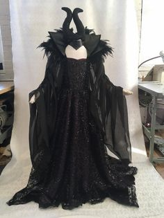 Rave Costumes, Diy Costumes, Costumes For Women, Maleficent Halloween Costume, Maleficent Cosplay, Villain Costumes, Queen Costume, Halloween Carnival, Halloween Disfraces