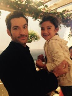 In an effort to get over his infatuation with Chloe, Lucifer decides that he must seduce her. Meanwhile the two team up on a missing girl case and Amenadiel confronts Maze about his concerns about Lucifer. Lucifer 3, Tom Ellis Lucifer, Fangirl, Lauren German, Morning Star, Film Serie, Series Movies, Best Tv, Animation